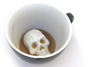 skull-at-the-bottom-mug